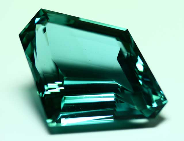 Aquamarine (Beryl) - Hexagon - 68.174 ct