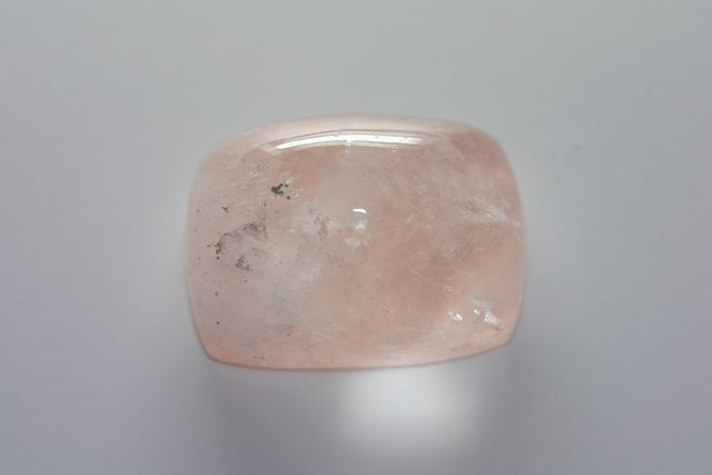 Salmon quartz - Oval 63.40 ct